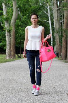 jeans strappati | mercante di fiori | #sneakers fluo | sneakers zeppa |  senakers grigie | #scarpe da #ginnastica zeppa |  scarpe da ginnastica fluo |  peplum | pantaloni strappati | pantaloni ripped |  hm | zara | sheinside | love is love | dior | #IreneColzi | #fashion blog | fashion #blogger |  #outfit | #look | moda | outfit estate 2013 | outfit #casual  3