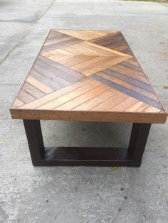 square-design-couchtisch-coffee-coffeetable-design-square-table-pallet-f/ - The world's most private search engine Wooden Pallet Projects, Wooden Pallet Furniture, Diy Furniture Projects, Pallet Ideas, Etsy Furniture, Woodworking Furniture, Furniture Design, Outdoor Furniture, Pallet Sofa