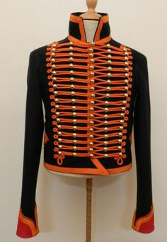 """Dolman : """"Chasseur a Cheval de la Garde"""", trooper. Jacket made of dark green melton, 18 rows of 5 buttons each, balls in the middle, half-balls on the sides, the pleats in the back are well marked:"""