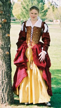 Italian Showcase - Lisa at the Realm of Venus. The brocade bodice makes it truly elegant. Fantasy Island, 19th Century Fashion, Fantasy Costumes, Medieval Clothing, Jacobean, Italian Renaissance, Period Costumes, Tudor, Venus