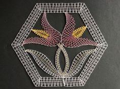 kantklos kan als lijnborduur Romanian Lace, Bobbin Lacemaking, Lace Art, Bobbin Lace Patterns, Lace Jewelry, Lace Making, Lace Flowers, Lace Detail, Tatting