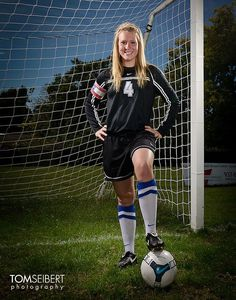 Sport girl photography soccer pics 69 Ideas for 2019 Soccer Senior Pictures, Soccer Team Photos, Soccer Poses, Team Pictures, Sports Pictures, Senior Pics, Football Poses, Volleyball Pictures, Graduation Pictures
