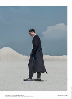'The day the earth stood still': Editorial por Vincent Paul Young para Esquire Malasia Mayo 2015 | Male Fashion Trends