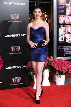 """Anne Hathaway Photos Photos - Actress Anne Hathaway arrives at the premiere of New Line Cinema's 'Valentine's Day"""" held at Grauman's Chinese Theatre on February 8, 2010 in Los Angeles, California. - Premiere Of New Line Cinema's """"Valentine's Day"""" - Arrivals"""