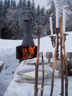 Outdoor winter party ideas: outdoor fireplace near the dining table. A bench side can be a great place to warm up if you're doing activities in the this winter, just like Winter Snow, Winter Time, Winter Season, Winter Christmas, Cozy Winter, Xmas, Schnee Party, Fresco, Winter Parties