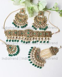 Pakistani Bridal Jewelry, Indian Bridal Jewelry Sets, Bridal Party Jewelry, Jewelry Design Earrings, Fashion Jewelry Necklaces, Flower Jewelry, Ethnic Jewelry, Wedding Jewellery Inspiration, Fancy Jewellery
