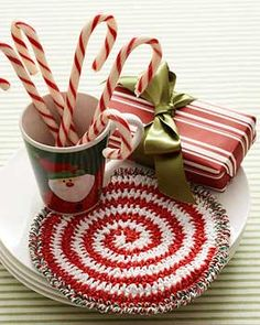 Brighten up your kitchen this holiday season by making use of the Peppermint Swirl Hot Pad. Work up this crochet hot pad to show off your Christmas cheer Crochet Kitchen, Crochet Home, Crochet Crafts, Crochet Projects, Free Crochet, Yarn Crafts, Yarn Projects, Diy Crafts, Knitting Patterns Free
