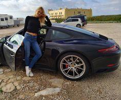 Porsche Models, Car Girls, Porsche 911, Hot Wheels, Luxury Cars, Cool Cars, Automobile, Lady, Pork