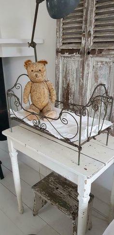 Wrought Iron Beds, Beren, Antique Toys, Teddy Bears, Vintage Decor, Goodies, Shabby, Bunny, Decor Ideas