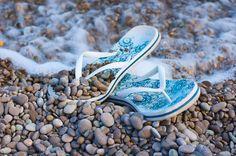Лето, Солнце, Море, Пляж, Замки из песка, Крики чаек и Шум прибоя.... Лето в самом разгаре, а значит, еще многих ждет отпускной сезон. Работавшие усердно целый год,… Beach Shoot, Dune, Take That, Poses, Sneakers, Summer, Pictures, Palm Trees, Ocean