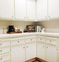 let's die friends: Easy Kitchen Cabinet Makeover Melamine Cabinets, Cheap Kitchen Cabinets, Kitchen Cabinetry, Updated Kitchen, New Kitchen, Basement Kitchen, Painting Laminate Cabinets, Rental Kitchen Makeover, Kitchen Makeovers
