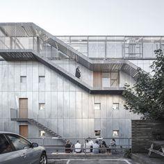 Feuerverzinkte Fassade des Bürogebäudes Sonnesgade 11 von Sleth Architects #Fassade #Feuerverzinken #Stahl #Metall