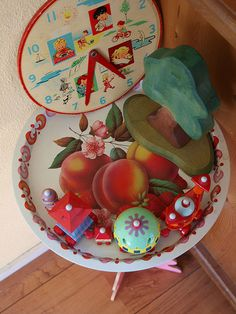 Vintage tray and clock