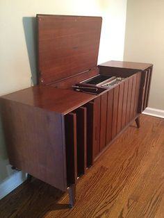Zenith Console Record Player Am FM Stereo Mid Century Modern Apt Size Mid Century Style, Mid Century Design, Vintage Stereo Console, Yellow Painted Furniture, Find Furniture, Vintage Furniture, Modern Architecture House, Record Player, Mid-century Modern