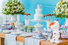 decoração festa infantil frozen - Pesquisa Google Elsa Birthday Party, 2nd Birthday Party Themes, Festa Frozen Fever, Ana Frozen, Birthday Party Table Decorations, Frozen Party, Diy Party, Party Ideas, Dessert Table