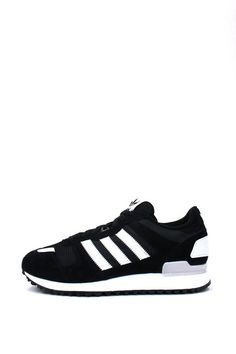 los angeles e5f71 a07bf A retro running shoe breaks into the street scene with modern updates to an  iconic design. These men s sneakers have a soft pigskin and tech mesh  upper, a
