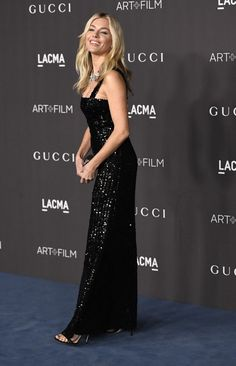 Sienna Miller Photos - Sienna Miller attends the 2019 LACMA 2019 Art + Film Gala Presented By Gucci on November 2019 in Los Angeles, California. - 2019 LACMA Art And Film Gala Presented By Gucci - Arrivals Sienna Miller Style, Sexy Dresses, Formal Dresses, Celebrity Style, Gucci, Culture, Celebrities, Skirts, Film