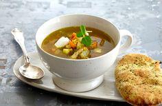 Når det rusker udenfor, er der intet bedre end at sætte sig til bords til en dampende varm linsesuppe