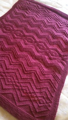 The textured geometrical pattern in knit and purl stitches with zigzags that sometimes .cross and intertwine to form diamonds. Designed by Auroraknit. Any weight yarn and appropriate needles can be used. Crochet Blanket Patterns, Baby Knitting Patterns, Stitch Patterns, Knitting Ideas, Crochet Ideas, Knitted Baby Blankets, Knitted Afghans, Purl Stitch, Knit Crochet