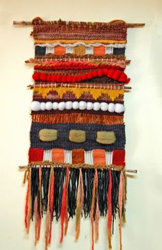 26043479 Pin de The Creativity Patch - Weaving - Fiber Arts en Weaving Weaving Textiles, Weaving Art, Loom Weaving, Tapestry Weaving, Yarn Crafts, Fabric Crafts, Sewing Crafts, Weaving Wall Hanging, Peg Loom