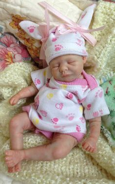 Details about OOAK prosculpt polymer clay newborn baby girl partial sculpt art…This is so cute and looks like a real baby Cute Little Baby, Little Doll, Little Babies, Reborn Dolls, Reborn Babies, Real Life Baby Dolls, Realistic Baby Dolls, Newborn Baby Dolls, Baby Fairy