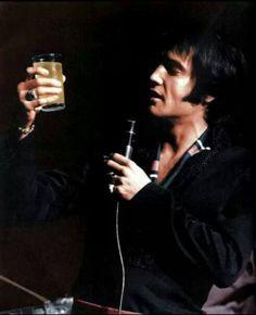 """Résultat de recherche d'images pour """"pictures elvis thats the way it is drink with fans"""""""
