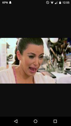 ik heb Kim kardashian haar expressie gebruikt omdat ze verdrietig en boos is vanwege het Taylor en kanye west gebeuren.
