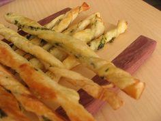 Palitos de queso y hierbas | hago masa de pan, le hago la forma, lo aliño(ajo o queso más oregano sal ), lo frio
