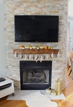 Fall Mantel Blogger Stylin' Home Tours: Fall 2014 www.simplestylings.com