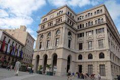 la Lonja del Comercio, en la Habana vieja,