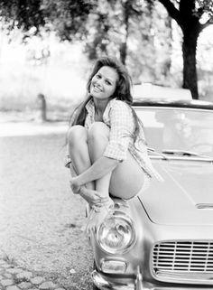 Claudia Cardinale et sa Lancia Appia cabriolet 1957-1959