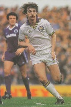 Carl Harris of Leeds Utd in action against Everton in Retro Football, Football Design, Football Kits, Leeds United Football, Leeds United Fc, Exeter City, Everton, Soccer Players, Back In The Day