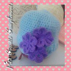 Gorrito para bebe, decorado con flores, adaptable a cualquier talla.