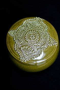 Some absolutely stunning 'henna' on pottery! I'm so inspired by Maple Mehndi. York Hill Pottery by YorkHillPottery on Etsy