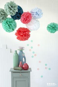 Wil jij graag eens iets anders dan speelgoed onder de boom leggen? Dan is  een paar pompoms van @engelpunt misschien wel een idee, om de kinderkamer op te fleuren. #pompom #hetlandvanooit http://www.hetlandvanooit.be
