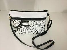 Sew a small leatherette shoulder bag Tuto Couture Madalena YouT Fall Handbags, Louis Vuitton Handbags, Fashion Handbags, Diy Bags Purses, Old Jeans, Designer Shoes, Crossbody Bag, Shoulder Bag, Sewing