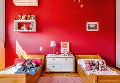 25-decoracao-quarto-crianca-irmaos-parede-vermelha