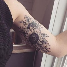 The amalgamation of two sunflowers resting close to each other in this complex sunflower tattoos for women. The two sunflowers here look like they are overlapping each other as they would in a bouquet. #tattoofriday #tattoos #tattooart #tattoodesign #tattooidea