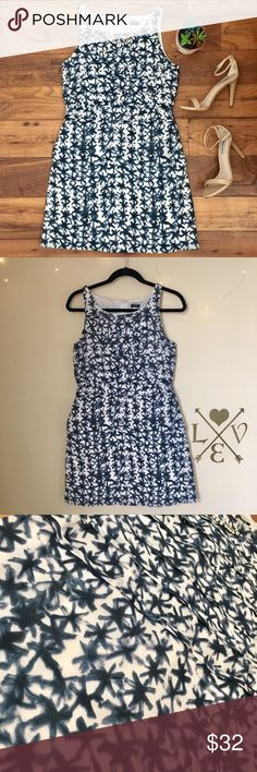 "J. Crew chic summer dress Patterned silk and cotton dress/ has pockets on both sides/ perfect to dress up with simple heels or down with a pair of sandals/ lining 100% cotton/ measurements Shoulder to bottom 34 1/2""  waist to bottom 18""  armpit to armpit 16"" J. Crew Dresses"