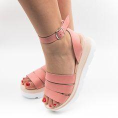 Un model de sandale cochete, care inspiră feminitate prin designul inedit și cromatica roz. Confecționate din piele naturală de înaltă calitate aceste sandale oferă experiența completă Cadenzza. Pregătește-te să te îndrăgostești de ele de la prima purtare. Model, Models, Template, Modeling, Mockup