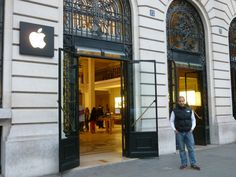 @ Apple Store Opera 12 rue Halévy 75009, Paris