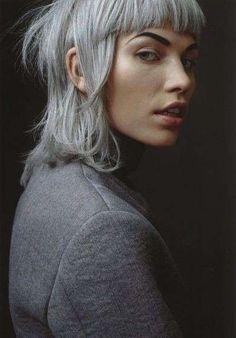 Colore capelli grigi - Caschetto grigio con frangia