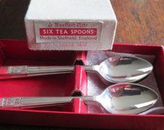 Vintage de Dear plaat theelepels, vergulde een boxed set van zes zilveren theelepels, gemaakt in Sheffield, Silver leaf design, goede conditie.