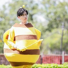 If he were a bee,I would let him touch my skin😂 Dramas, A Love So Beautiful, Cute Actors, Choose Joy, Chinese Boy, Handsome Boys, Dream Guy, Memes, My Idol