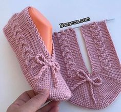 Sesl anlatim rnekl tunus patk tarfler best winter crochet hats pattern design ideas page 43 of 48 Knit Slippers Free Pattern, Crochet Cow, Crochet Slipper Pattern, Knitted Slippers, Baby Knitting Patterns, Knitting Designs, Crochet Patterns, Knitting Socks, Hand Knitting