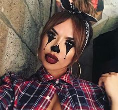 Maquillage clown – nez rouge, humour noir - New Ideas Maquillage Halloween Clown, Halloween Makeup Clown, Halloween Kostüm, Halloween Costumes, Clown Costume Diy, Chola Costume, Gangster Clown, Pretty Halloween, Scary Makeup