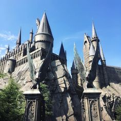 The gate to Hogwarts is being flanked by winged hogs... just befitting the castle's name, of course. Now, we'll just have to see if they have warts. ;) > > > > > #japan #osaka #sept2016 #usj #universalstudios #universalstudiosjapan #themepark #amusementpark #thewizardingworldofharrypotter #harrypotter #pottermore #hogwarts #hogwartscastle #touristdestination #touristspot #travelphotography #igers #igersmanila #igersphilippines #travel #vacation #holiday #getaway #instatravel…