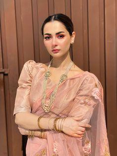 Asian Wedding Dress Pakistani, Simple Pakistani Dresses, Desi Wedding Dresses, Pakistani Dress Design, Pakistani Outfits, Indian Outfits, Indian Fashion Dresses, Indian Designer Outfits, Stylish Sarees