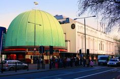Madame Tussauds Wax Museum London in London: The world-famous wax museum. Would you like to meet the royal family or famous actors Madame Tussauds, Wax Museum London, London What To See, Highgate Cemetery, London View, London Attractions, London History, Greater London, London Hotels