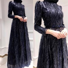 Görüntünün olası içeriği: bir veya daha fazla kişi ve ayakta duran insanlar Dress Brokat Muslim, Muslim Prom Dress, Muslim Gown, Hijab Prom Dress, Prom Night Dress, Dress Brukat, Muslimah Wedding Dress, Hijab Evening Dress, Hijab Style Dress